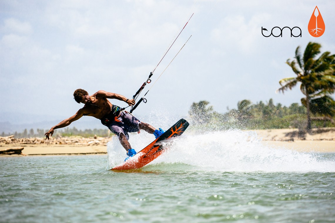 Andre Phillip flexing his 2015 Tona flow kiteboard