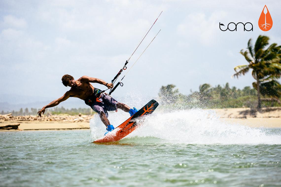 Andre Phillip flexing his 2015 Tona flow kiteboard