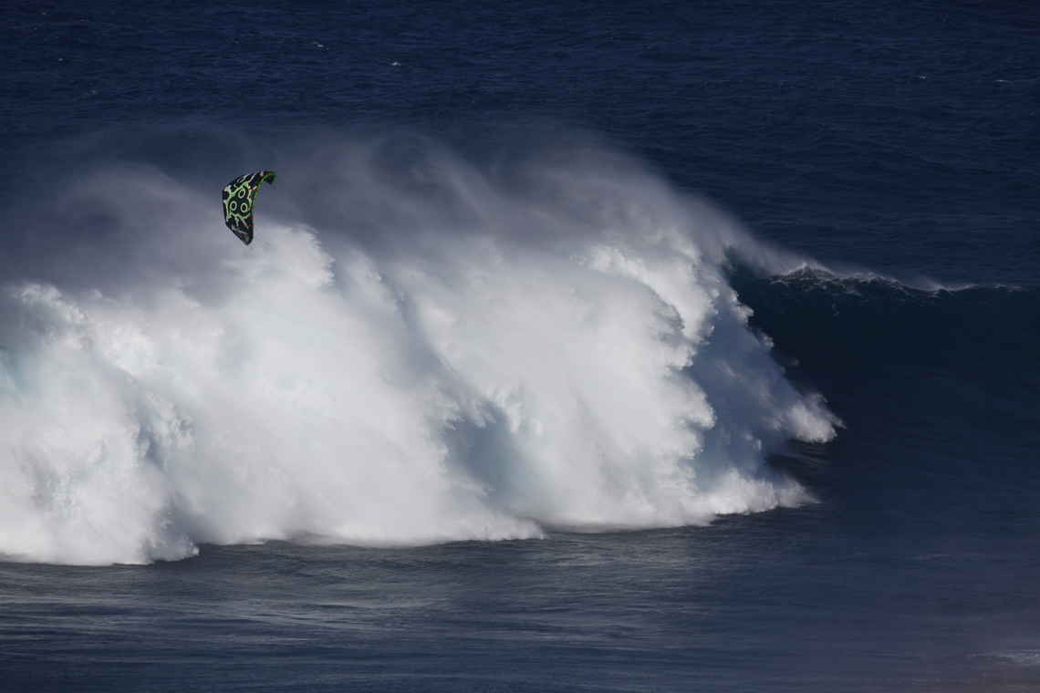 Niccolo Porcella in the grinder on a huge day at Jaws with his Wainman Hawaii Rabbit kite