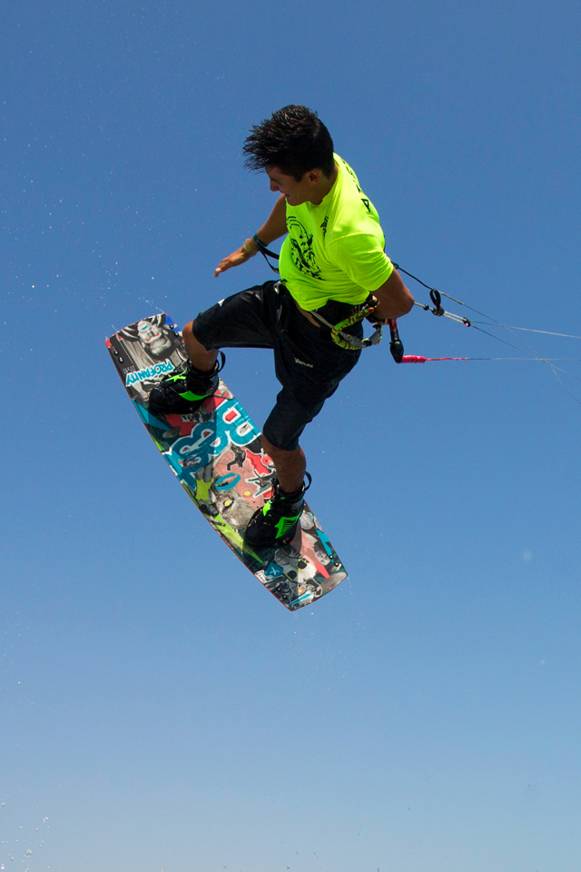 kitesurf wallpaper image - Alexandre Neto with a nice session back home in Brazil on the 2015 Best kiteboarding TS and Profanity board - kitesurfing - in resolution: iPhone 640 X 960