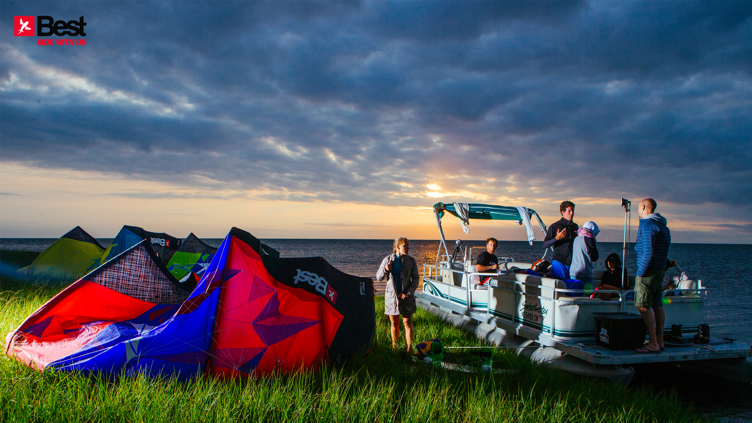 kitesurf wallpaper image - The Best kiteboarding crew chilling out at Cape Hatteras after a day on the water - in resolution: High Definition - HD 16:9 2400 X 1350