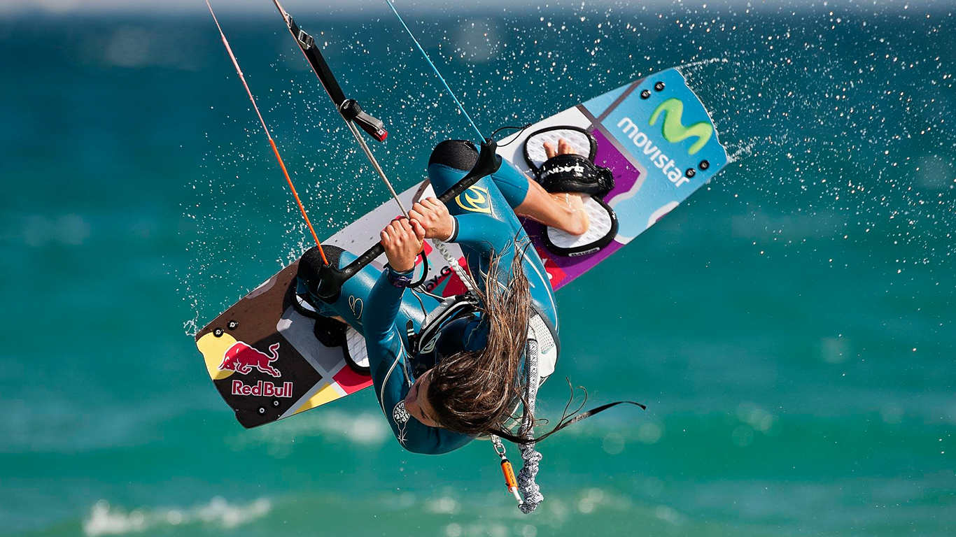 kitesurf wallpaper image - Gisela Pulido giving it all during contest - in resolution: High Definition - HD 16:9 1366 X 768