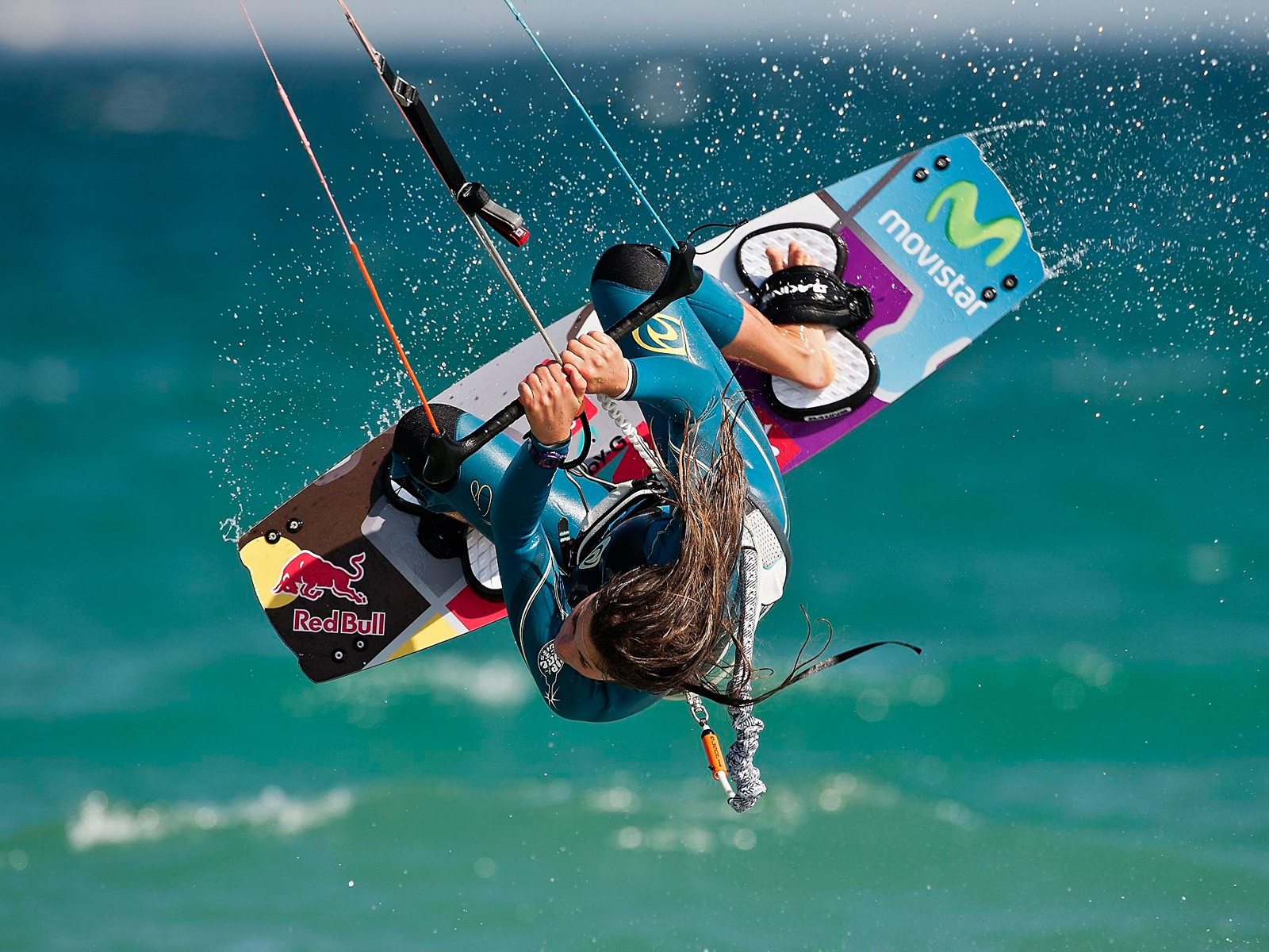 kitesurf wallpaper image - Gisela Pulido giving it all during contest - in resolution: Standard 4:3 1600 X 1200
