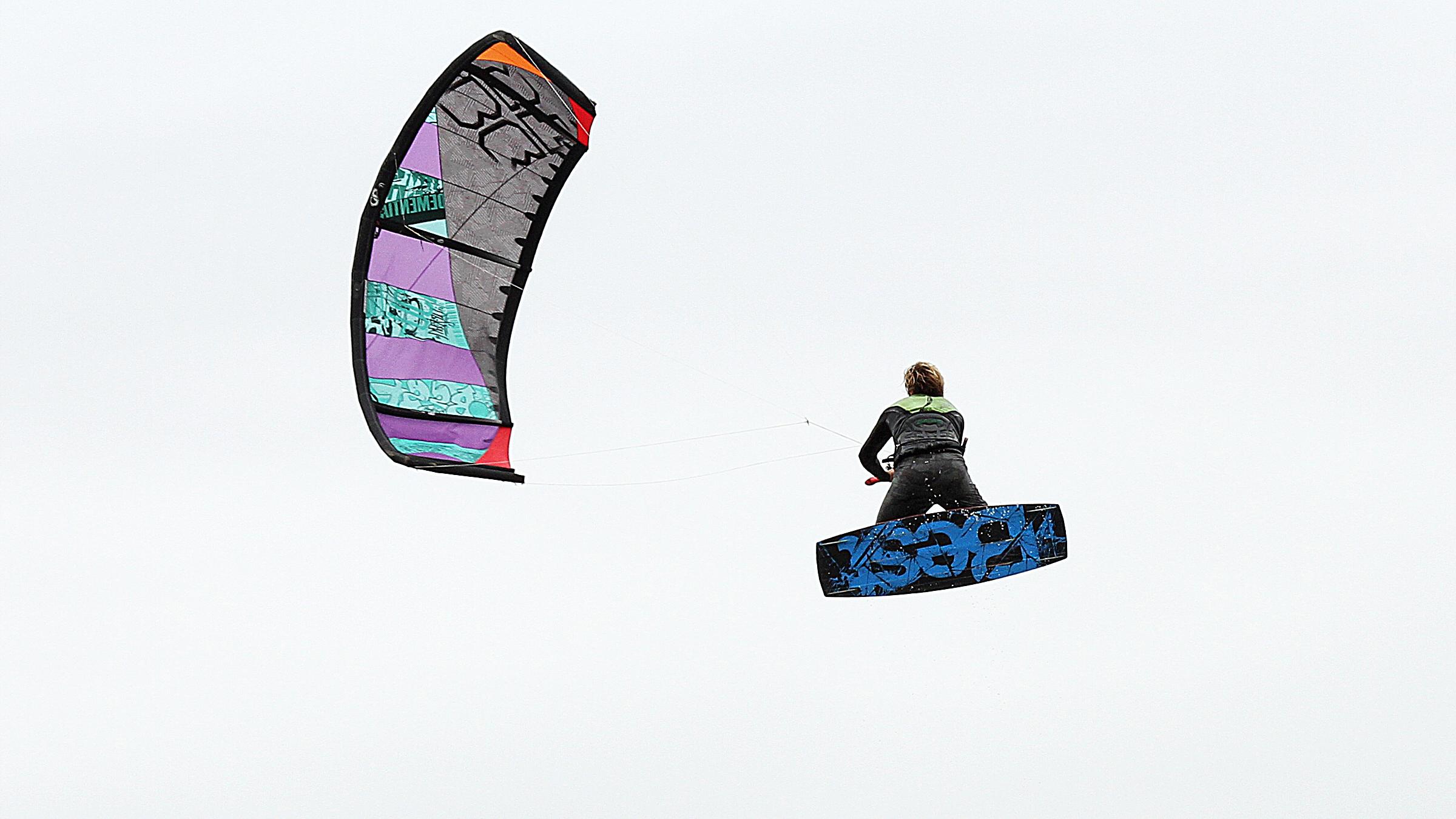 kitesurf wallpaper image - Sam Medysky megaloop - in resolution: High Definition - HD 16:9 2400 X 1350