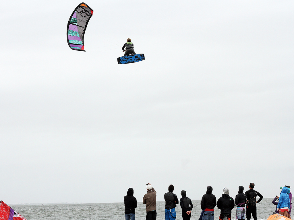 kitesurf wallpaper image - Sam Medysky megaloop - in resolution: iPad 1 1024 X 768