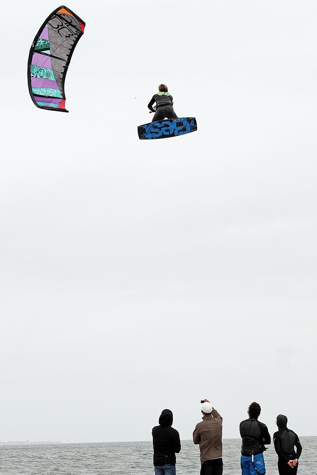 kitesurf wallpaper image - Sam Medysky megaloop - in resolution: iPhone 640 X 960