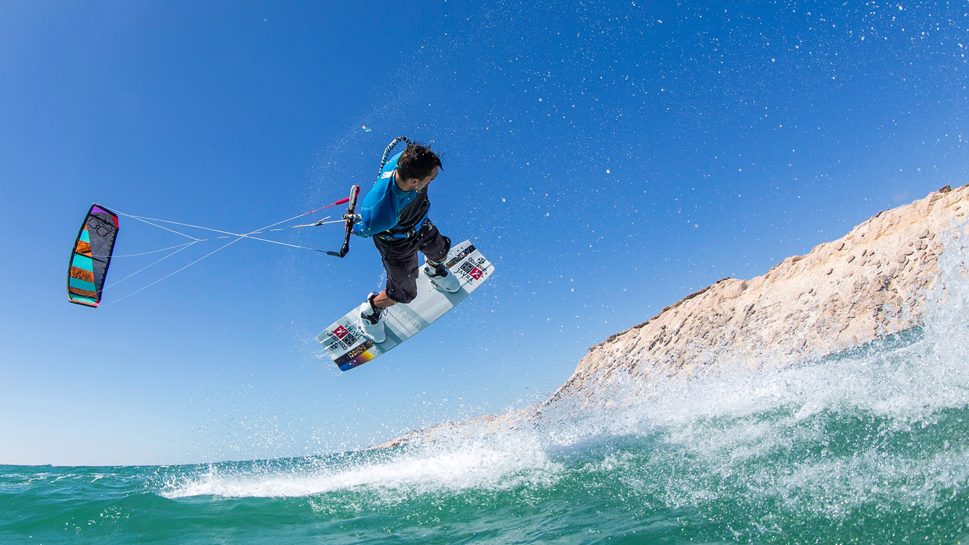 kitesurf wallpaper image - Youri Zoon with a very low handlepass - in resolution: High Definition - HD 16:9 1920 X 1080