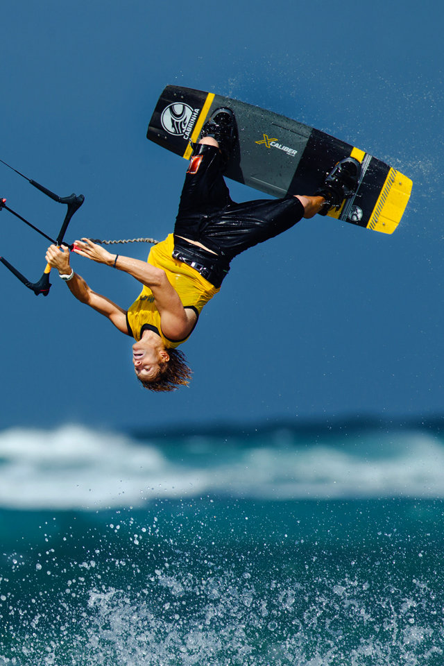 kitesurf wallpaper image - Alberto Rondina inverted on the Cabrinha Xcaliber full carbon board - kitesurfing - in resolution: iPhone 640 X 960