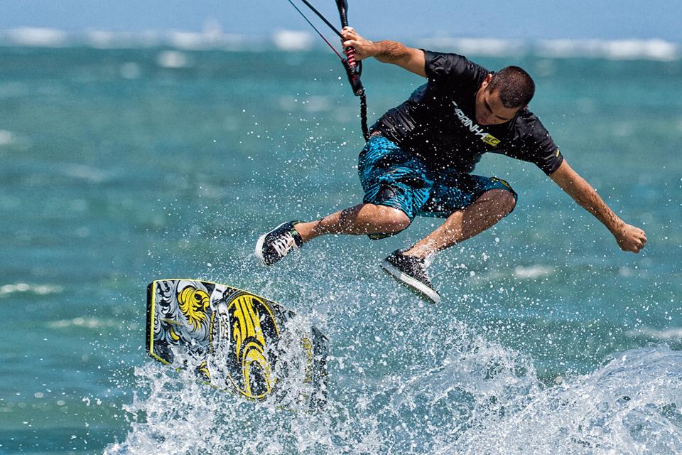 kitesurf wallpaper image - Jason on the wake skate - in resolution: iPhone 960 X 640
