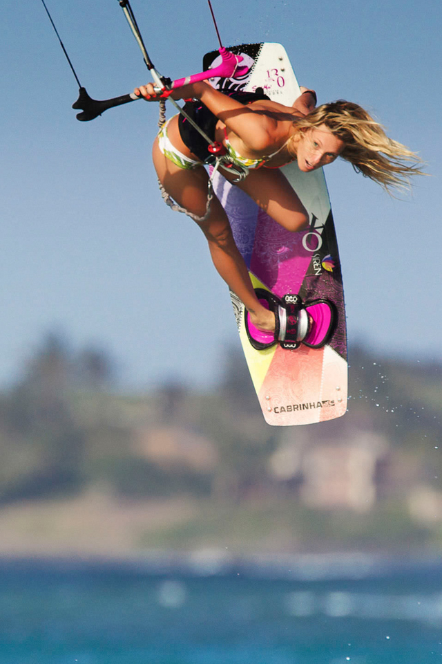 kitesurf wallpaper image - Susi Mai showing how it's done. - in resolution: iPhone 640 X 960