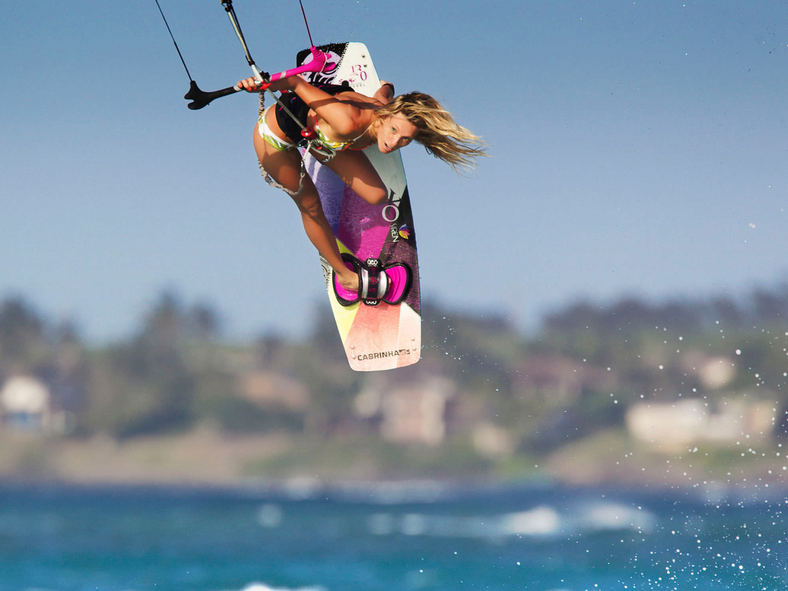 kitesurf wallpaper image - Susi Mai showing how it's done. - in resolution: Standard 4:3 1600 X 1200