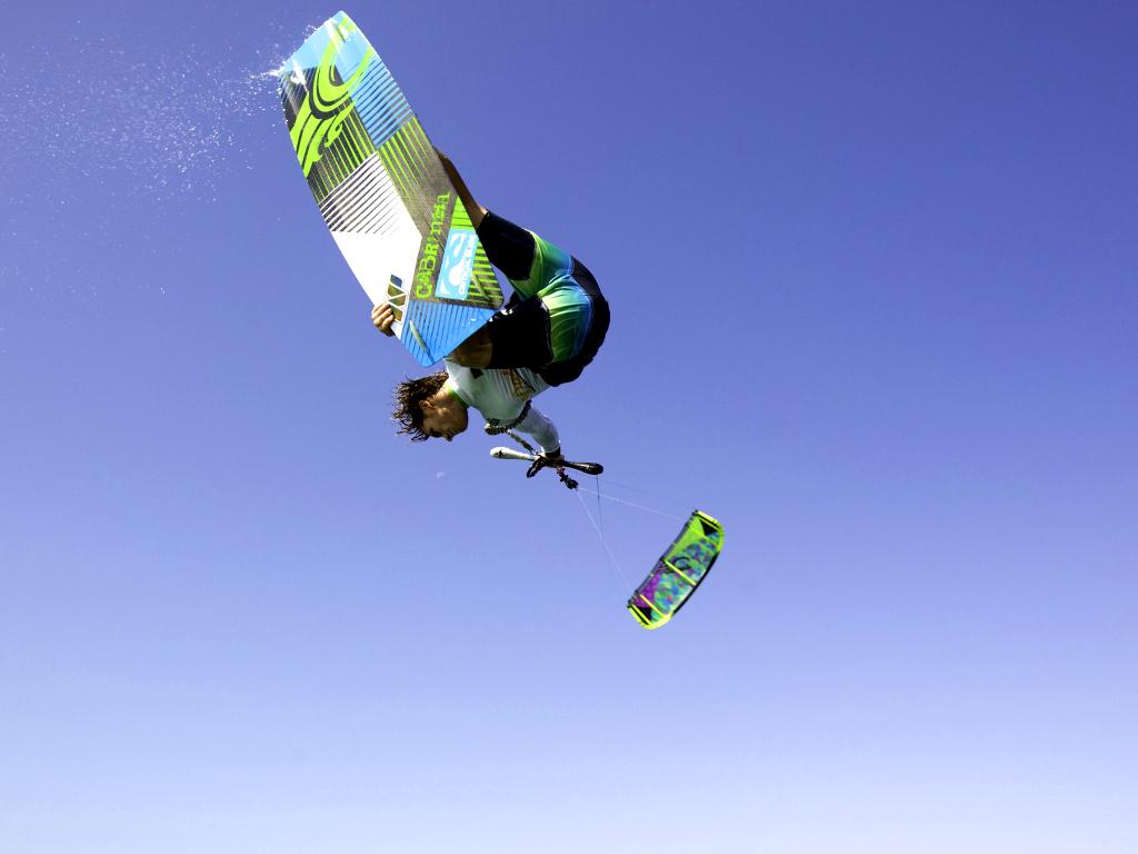 kitesurf wallpaper image - The Cabrinha Chaos kite in action - board grab kitesurfing - in resolution: iPad 1 1024 X 768