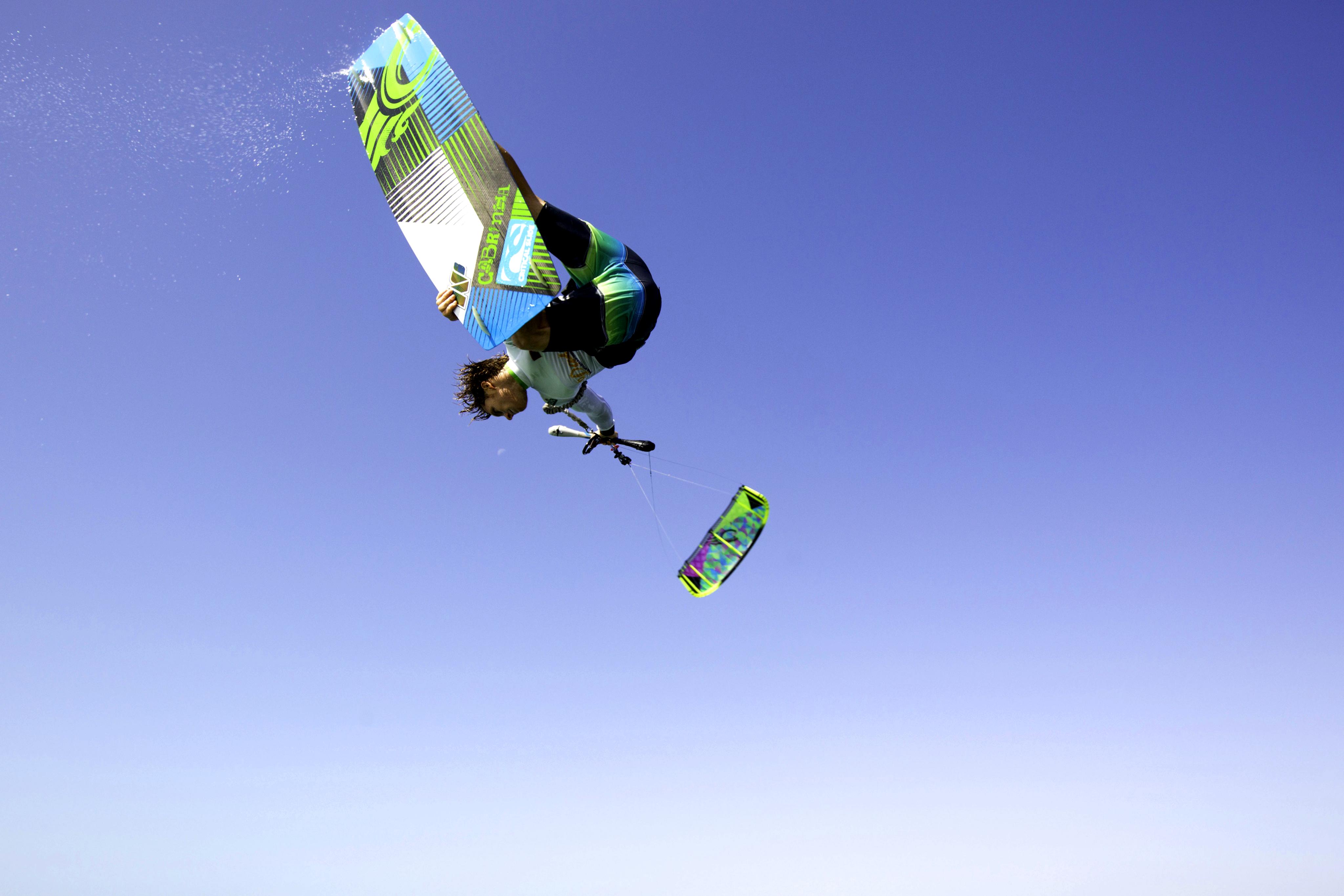 kitesurf wallpaper image - The Cabrinha Chaos kite in action - board grab kitesurfing - in resolution: Original 4095 X 2730