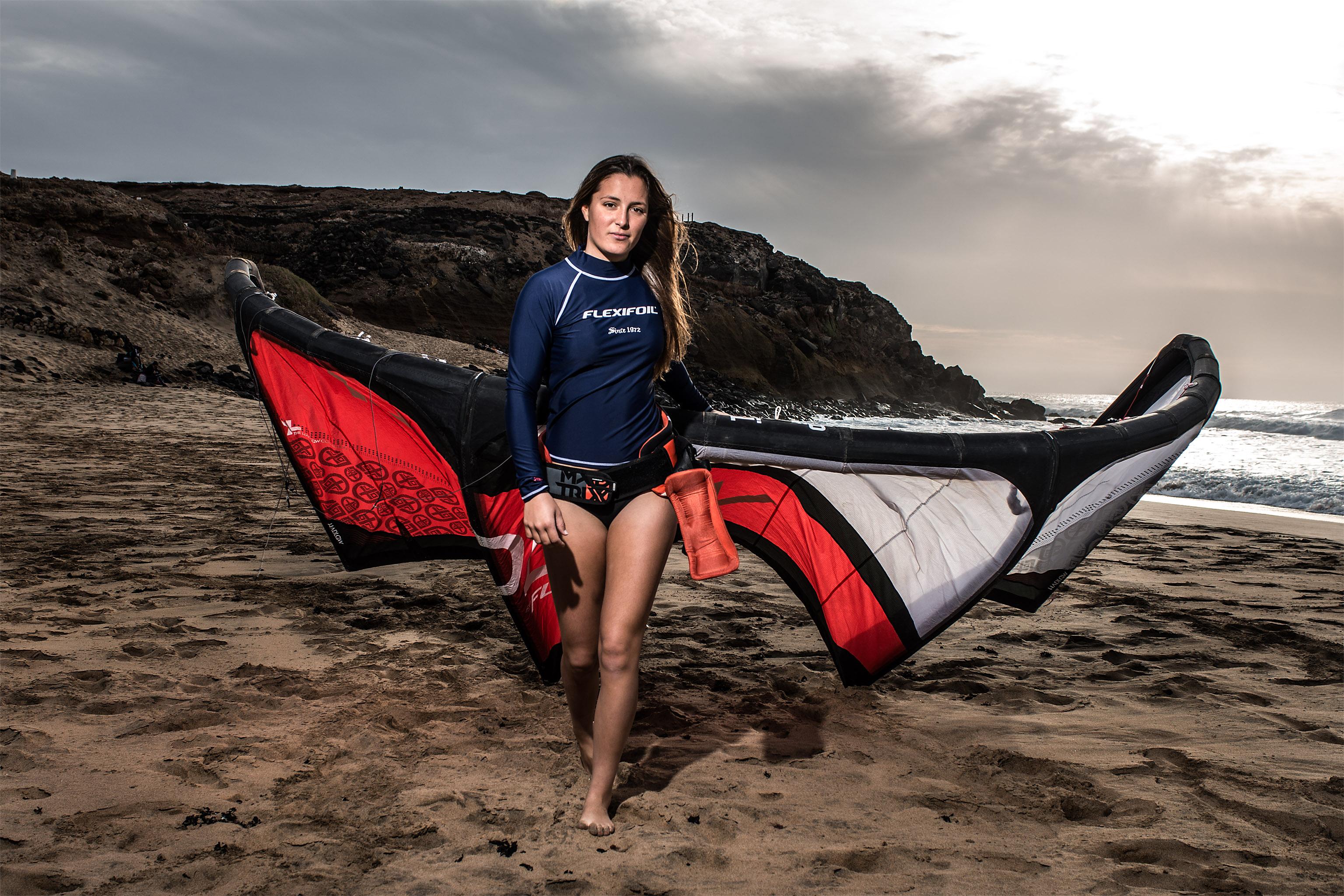 kitesurf wallpaper image - Julia Castro Christiansen and her Flexifoil kite - kitesurfer - in resolution: Original 3072 X 2048