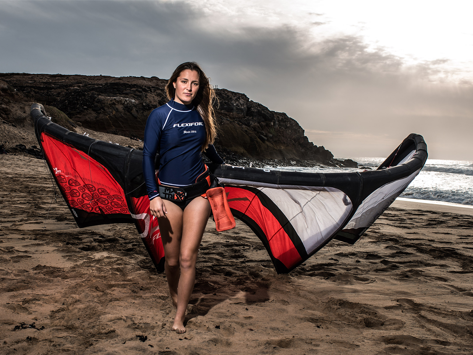 kitesurf wallpaper image - Julia Castro Christiansen and her Flexifoil kite - kitesurfer - in resolution: Standard 4:3 1600 X 1200