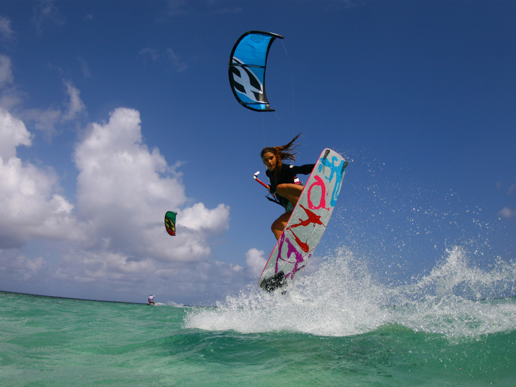 kitesurf wallpaper image - Celine Rodenas backroll with grab kitesurfing - in resolution: iPad 1 1024 X 768