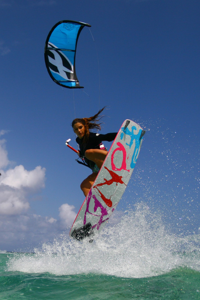 kitesurf wallpaper image - Celine Rodenas backroll with grab kitesurfing - in resolution: iPhone 640 X 960