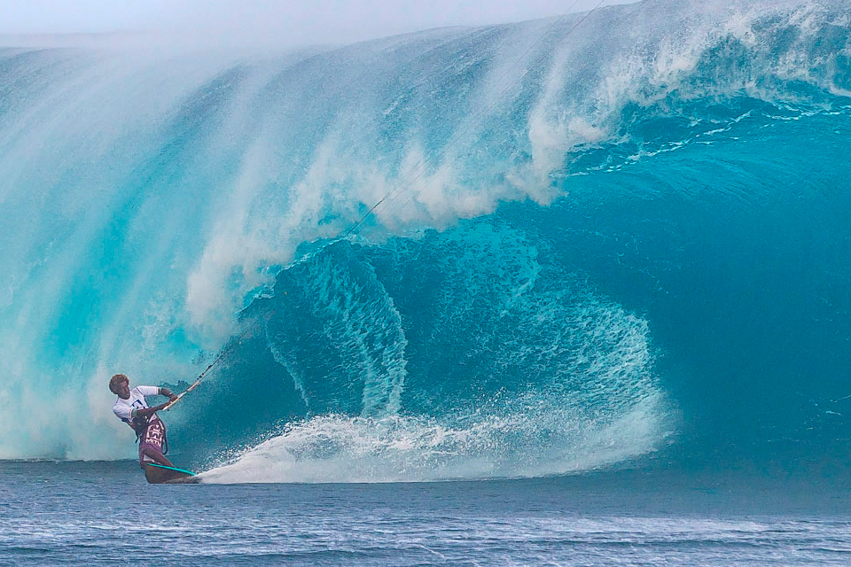 kitesurf wallpaper image - Mitu Monteiro taking on monster wave at Teahupoo - in resolution: iPhone 960 X 640