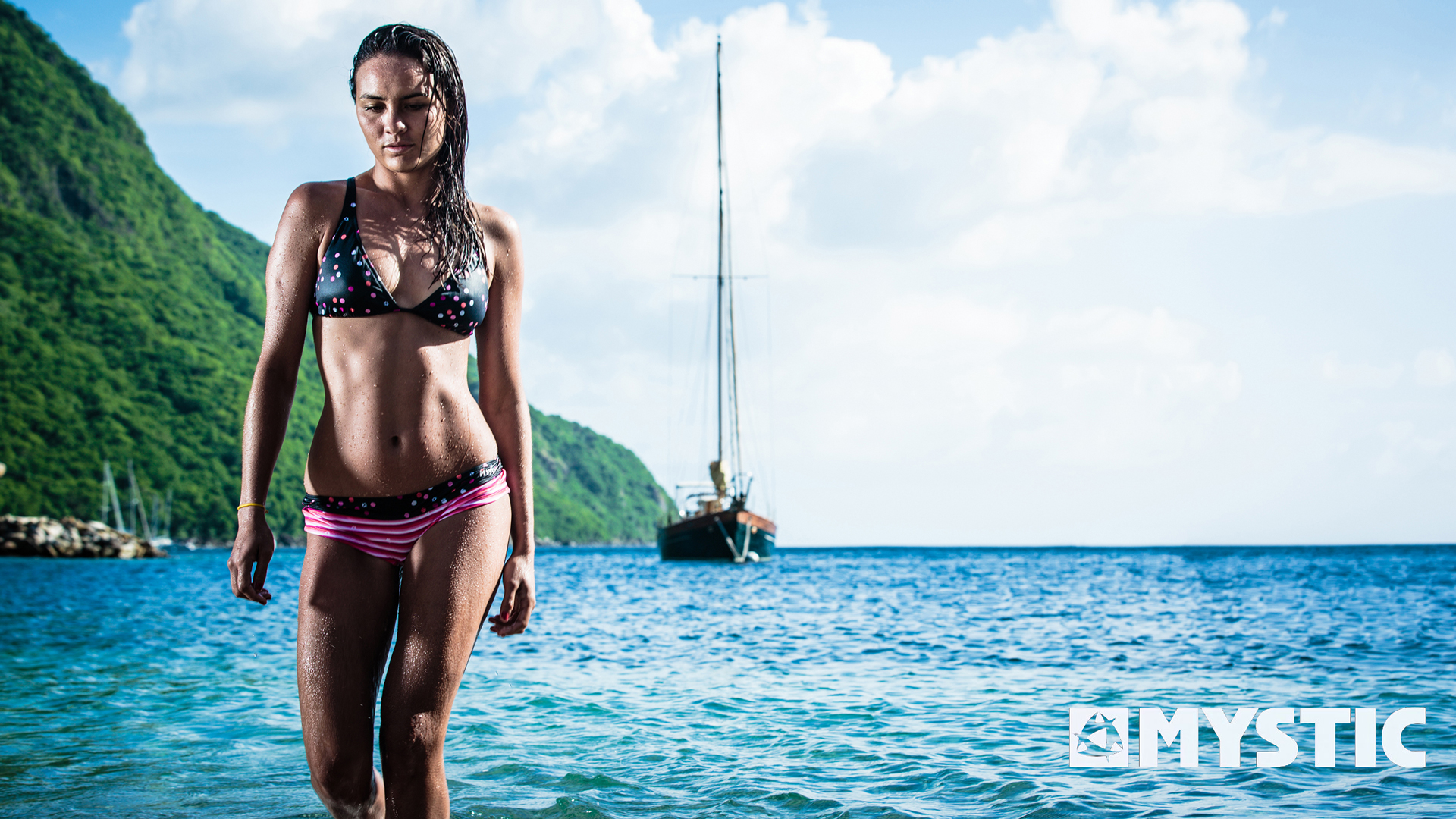 kitesurf wallpaper image - Bruna Kajiya showing off an excellent bikini after a day in the surf. - in resolution: High Definition - HD 16:9 1920 X 1080