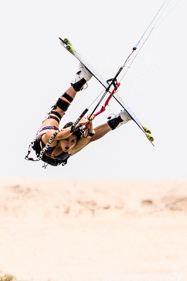 kitesurf wallpaper image - Bruna Kajiya with a raily - kitesurfing - in resolution: iPhone 640 X 960