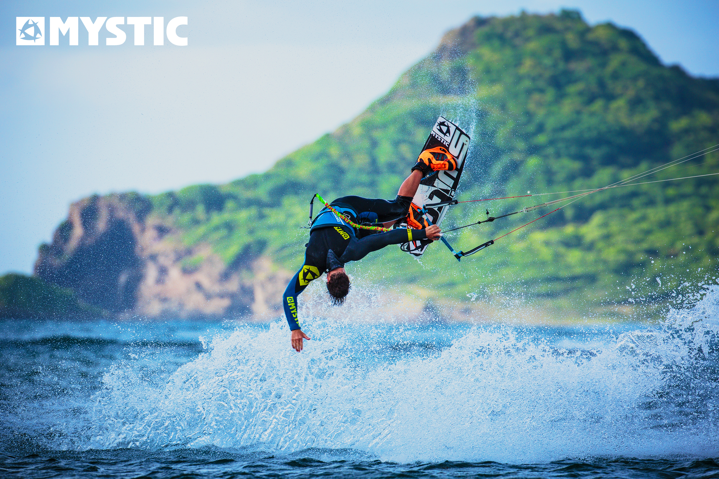 kitesurf wallpaper image - Kiteboarder Marc Jacobs showing off an incredible low mobe - in resolution: Original 2500 X 1667