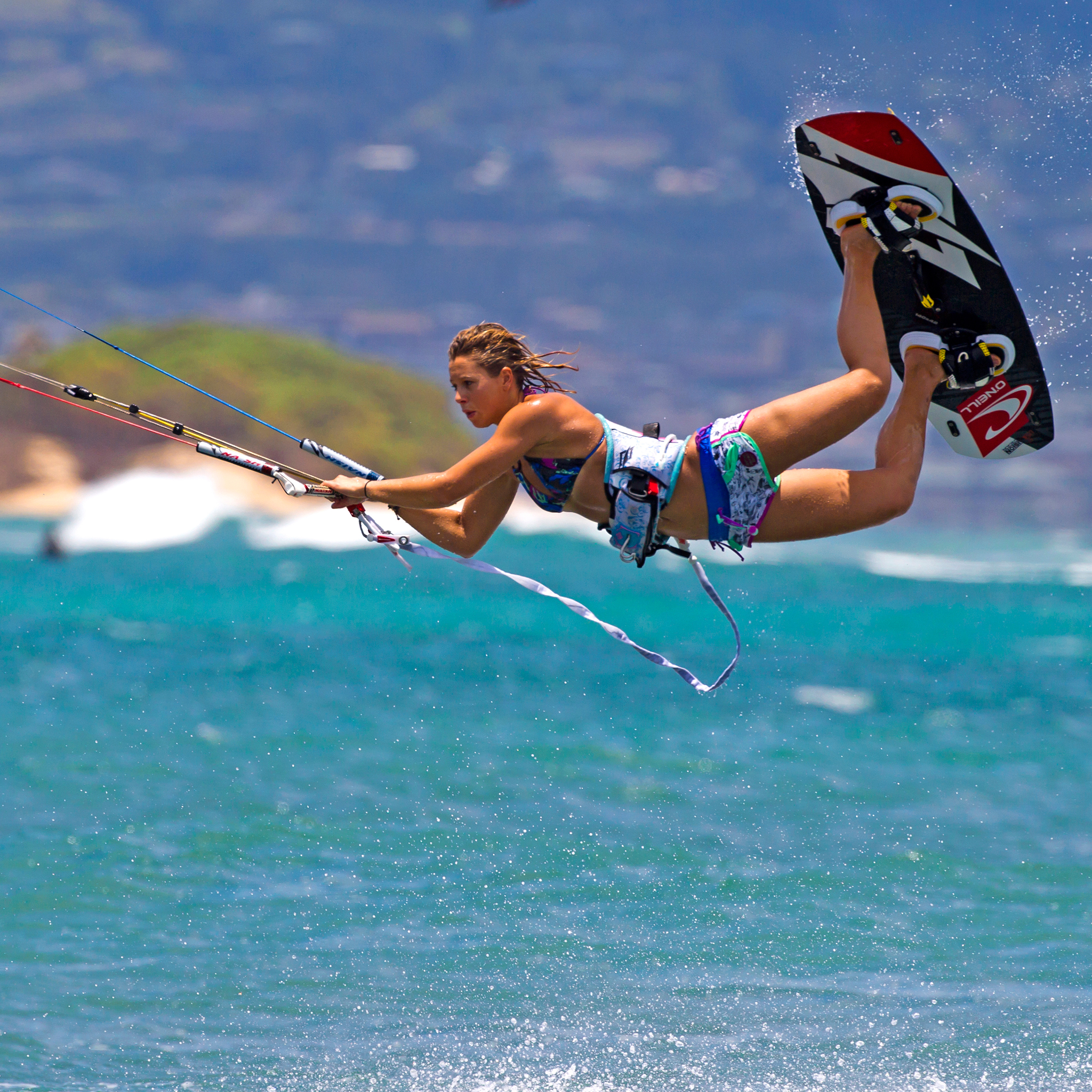 kitesurf wallpaper image - Jalou Langeree popping a raily - in resolution: iPad 2 & 3 2048 X 2048