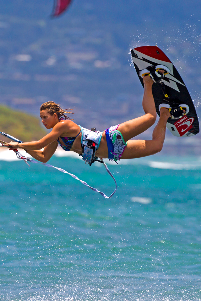 kitesurf wallpaper image - Jalou Langeree popping a raily - in resolution: iPhone 640 X 960