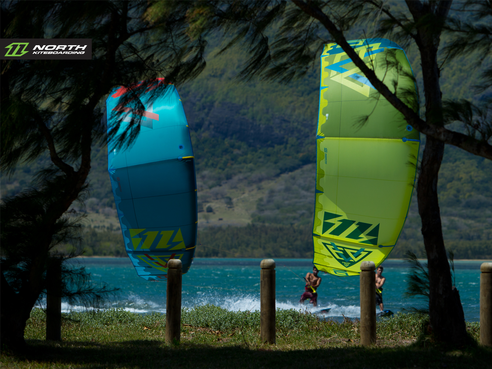 kitesurf wallpaper image - North Evo 2015 duo cruising between the trees - kitesurfing - in resolution: Standard 4:3 1600 X 1200