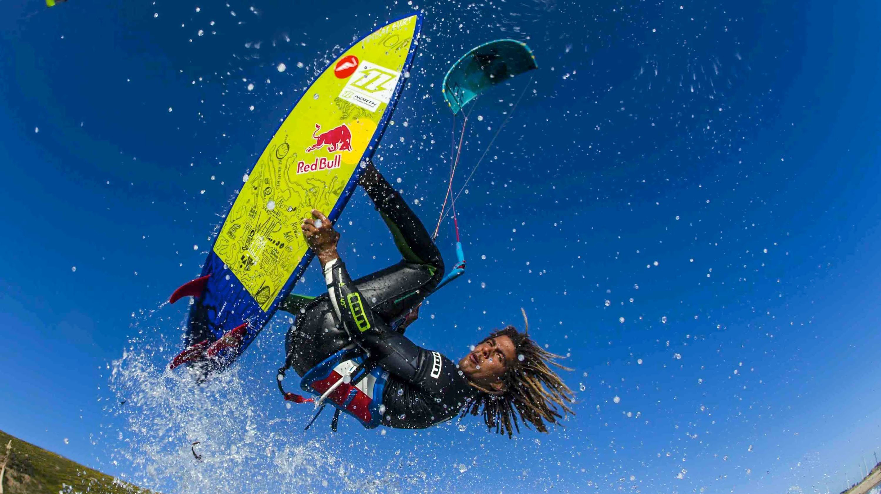 kitesurf wallpaper image - Airton Cozzolino with a strapless arial - North kiteboarding - in resolution: Original 3000 X 1684