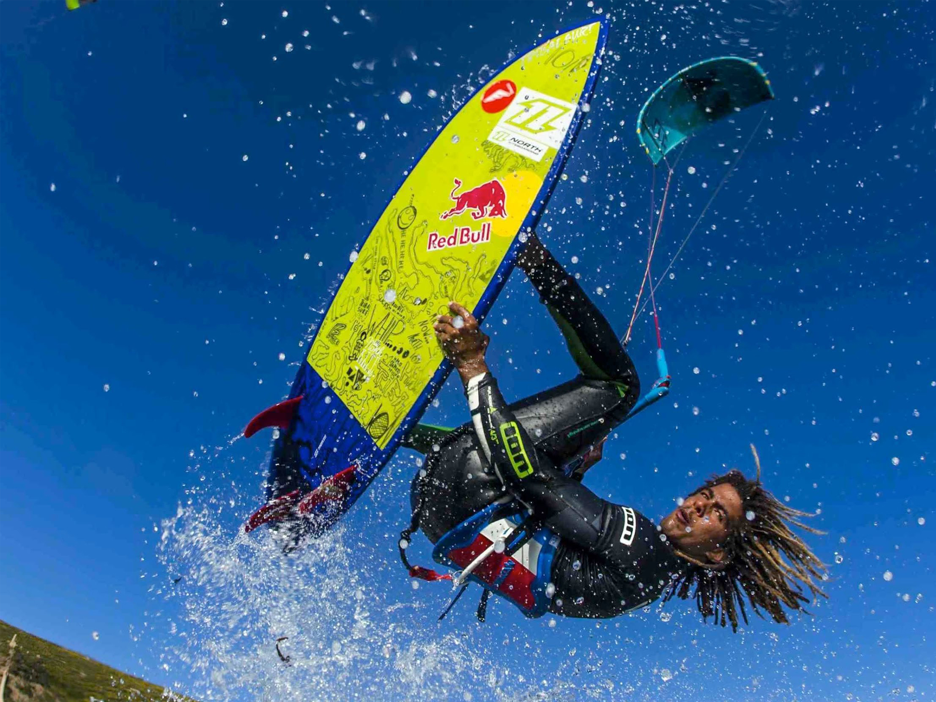 kitesurf wallpaper image - Airton Cozzolino with a strapless arial - North kiteboarding - in resolution: Standard 4:3 1920 X 1440