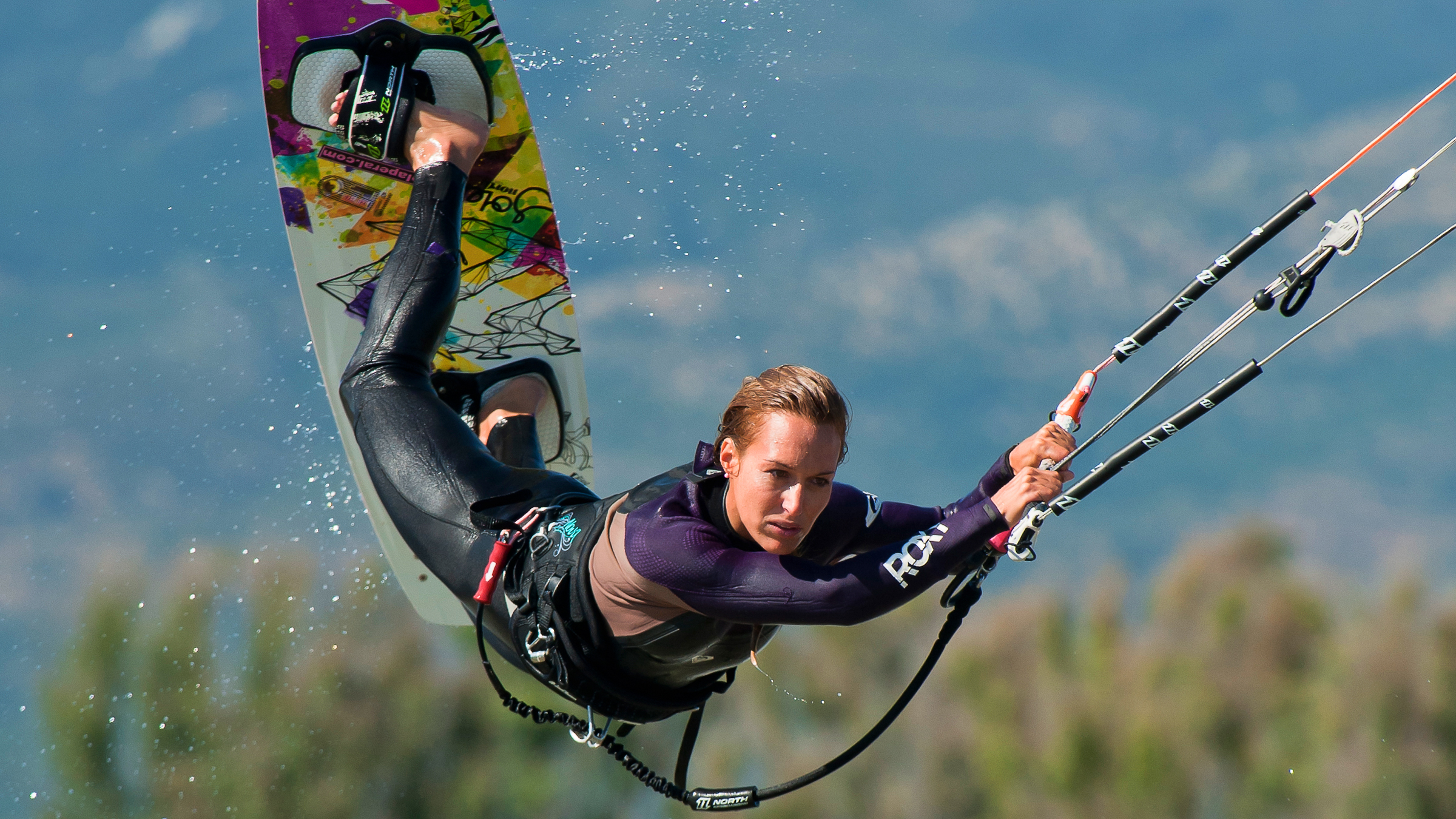kitesurf wallpaper image - Angela Peral raily into town - in resolution: High Definition - HD 16:9 2400 X 1350