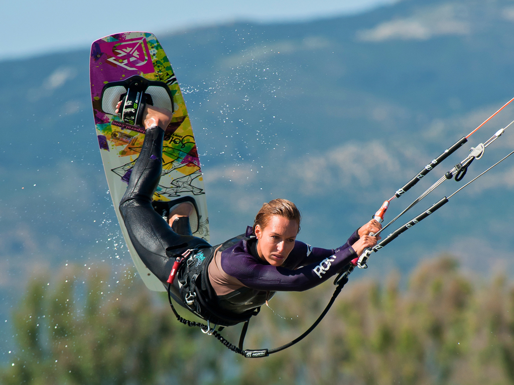 kitesurf wallpaper image - Angela Peral raily into town - in resolution: iPad 1 1024 X 768