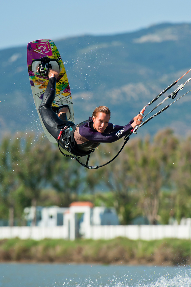 kitesurf wallpaper image - Angela Peral raily into town - in resolution: iPhone 640 X 960