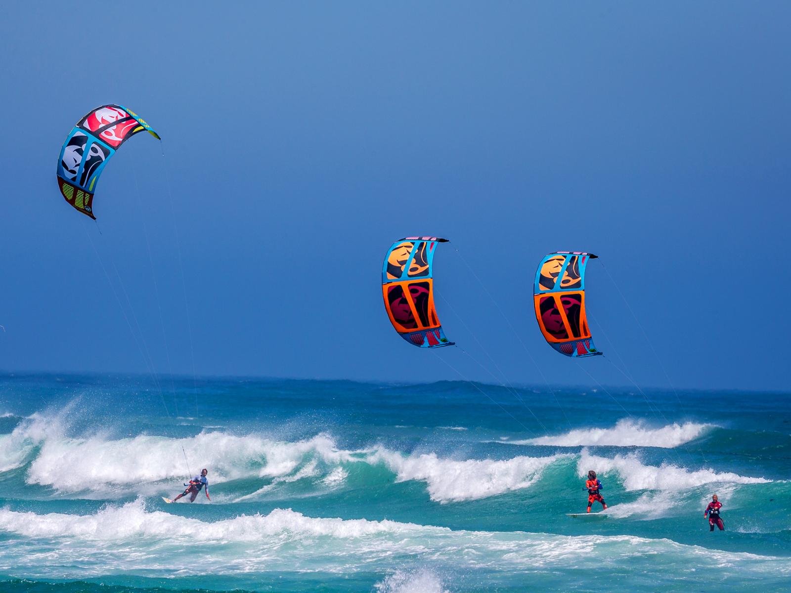 kitesurf wallpaper image - RRD squad taking over this wave on 2015 Religion kites - RRD Kiteboarding - in resolution: Standard 4:3 1600 X 1200
