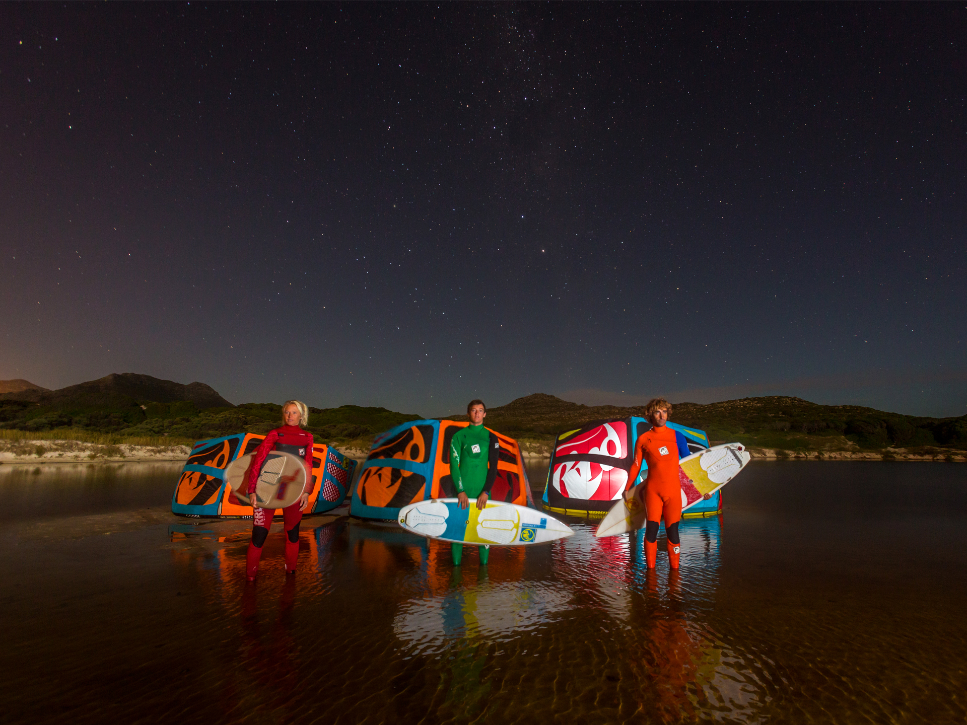 kitesurf wallpaper image - RRD wave trio looking at the stars with their 2015 Religion kites - Abel Lago and Kari Schibevaag - kitesurfing - in resolution: Standard 4:3 1920 X 1440
