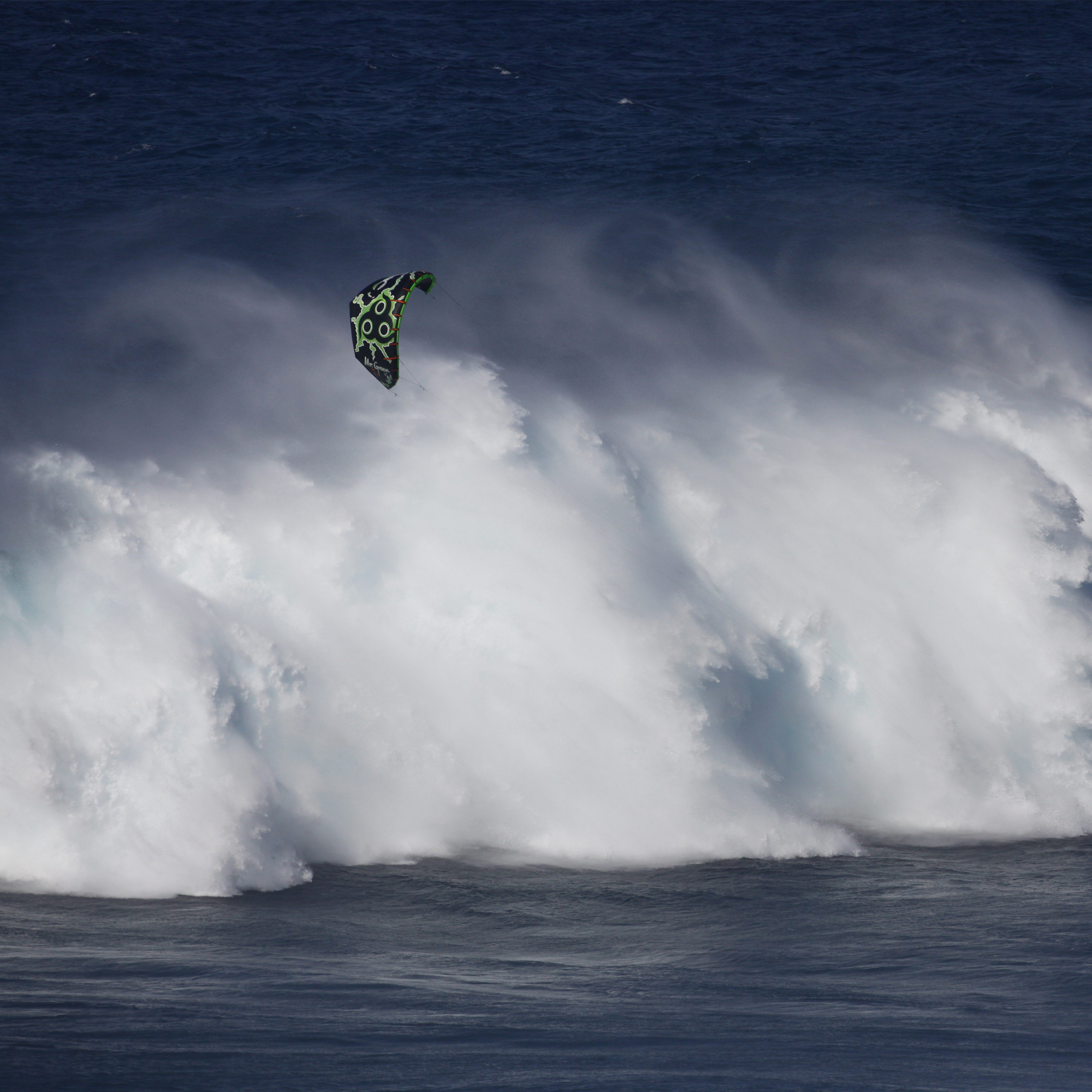 kitesurf wallpaper image - Niccolo Porcella in the grinder on a huge day at Jaws with his Wainman Hawaii Rabbit kite - in resolution: iPad 2 & 3 2048 X 2048