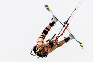 Bruna Kajiya with a raily - kitesurfing