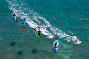 Sam Light, Jesse Richman, Kai Lenny and Jalou Langeree riding on the Naish Park kite